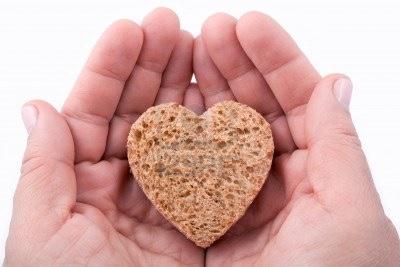 nourriture-en-coeur-de-pain