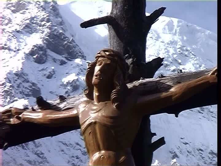 266860405-groupe-de-montagnes-de-l'ortles-crucifix-jesus-christ-croix